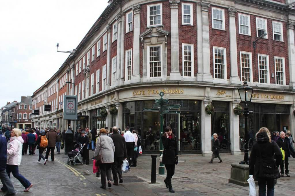 Bettys Café Tea Rooms in 6-8 St. Helen's Square, York YO1 8QP, Vereinigtes Königreich